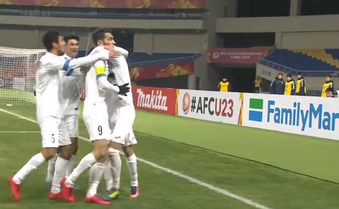 CHOÁNG: Cầu thủ U23 Uzbekistan đá mọi vị trí trên sân kiêm... thủ môn