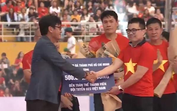U23 Việt Nam nhận cơn mưa tiền thưởng trong lễ mừng công tại TP.HCM
