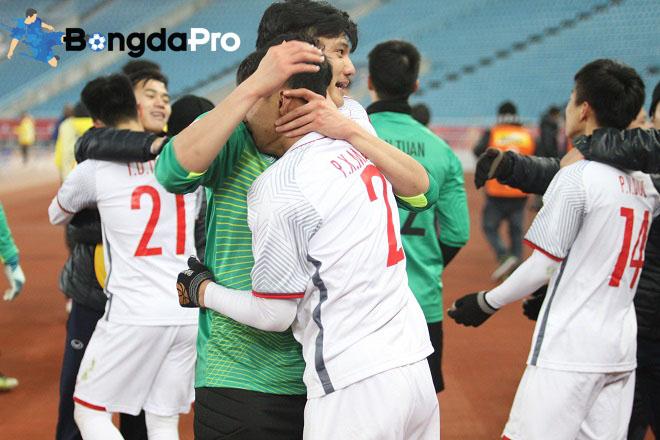 Bầu Đức đứng ra nhận tiền thưởng cho U23 Việt Nam từ gia đình bầu Kiên