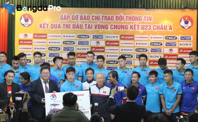 HLV Park Hang Seo bất ngờ nhận quà 'khủng' từ đội bóng cũ Hàn Quốc