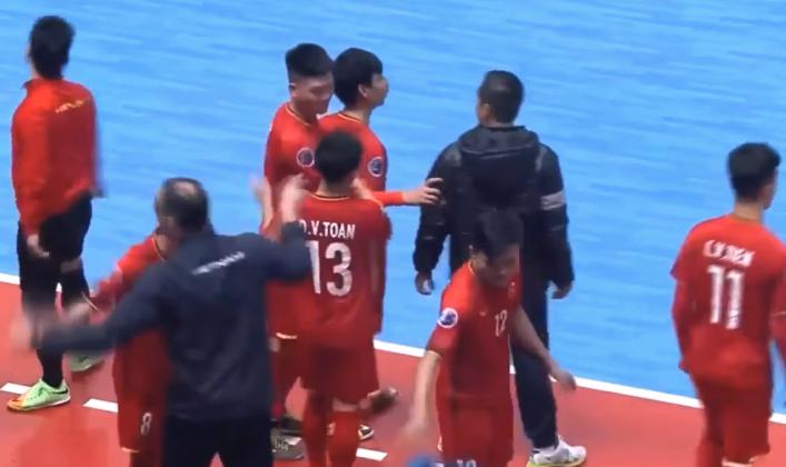Futsal Việt Nam kém Futsal Uzbekistan bao nhiêu bậc trên BXH FIFA?