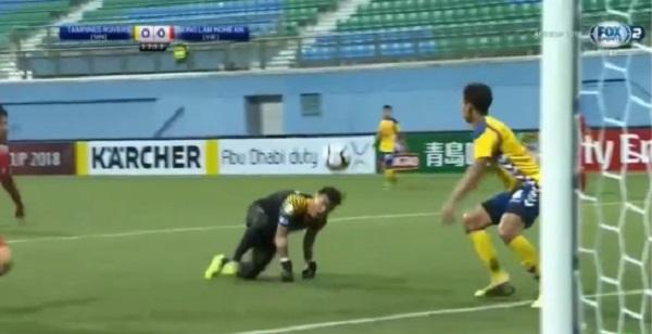 Thủ môn Nguyên Mạnh gặp chấn thương kinh hoàng ở AFC Cup 2018