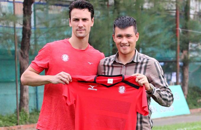 TP.HCM bất ngờ chia tay 'cựu binh' của MU trước thềm V-League 2018
