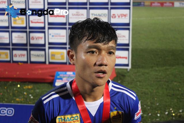 QBV Việt Nam nhận cúp đúp danh hiệu trong ngày Quảng Nam đánh bại SLNA