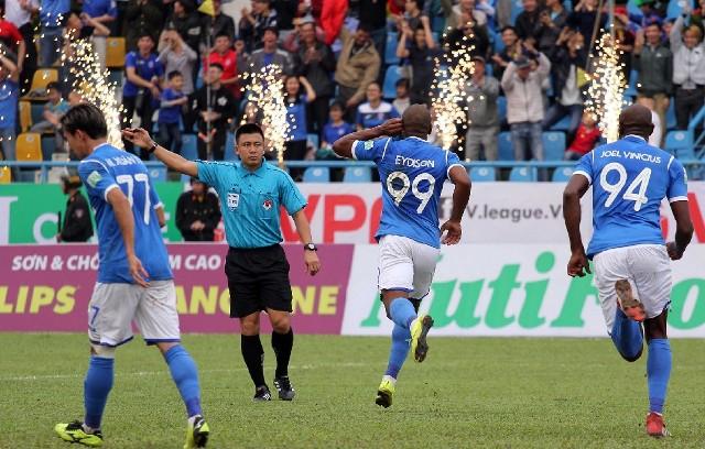 Bảng xếp hạng V-League 2018 mới nhất ngày 18/3: Than Quảng Ninh bám đuổi Hà Nội FC