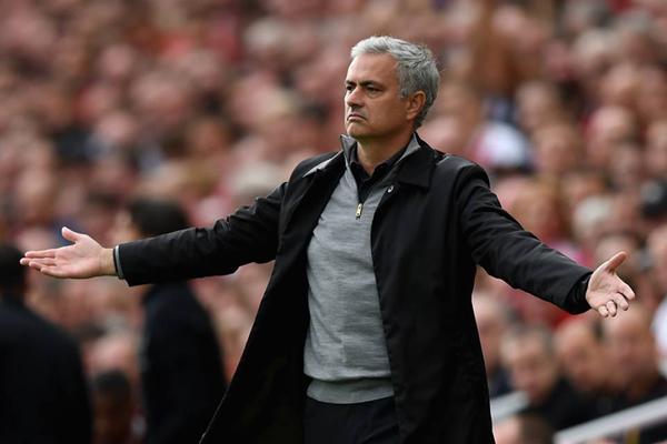 Chuyển nhượng MU: Mourinho tha hồ 'shopping' với 200 triệu bảng