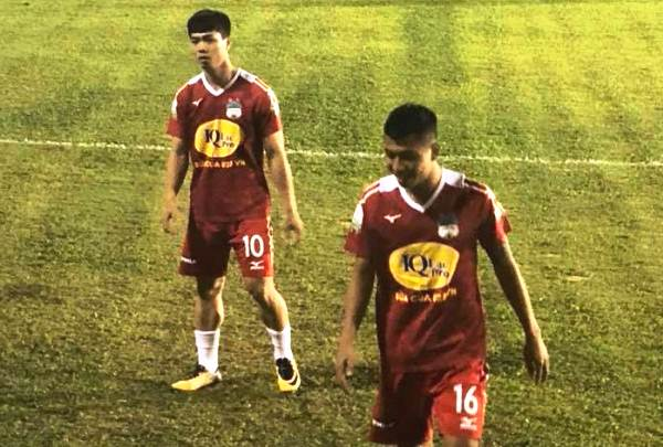 Hé lộ lý do Công Phượng ngồi dự bị trong chiến thắng đầu tay của HAGL ở V-League 2018