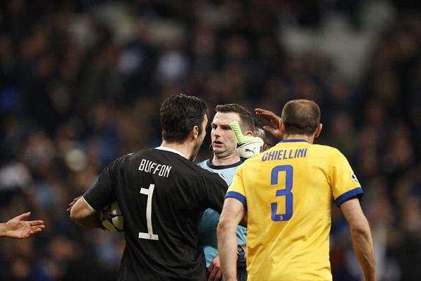 Buffon nói gì mà bị thẻ đỏ trận Real Madrid 1-3 Juventus?