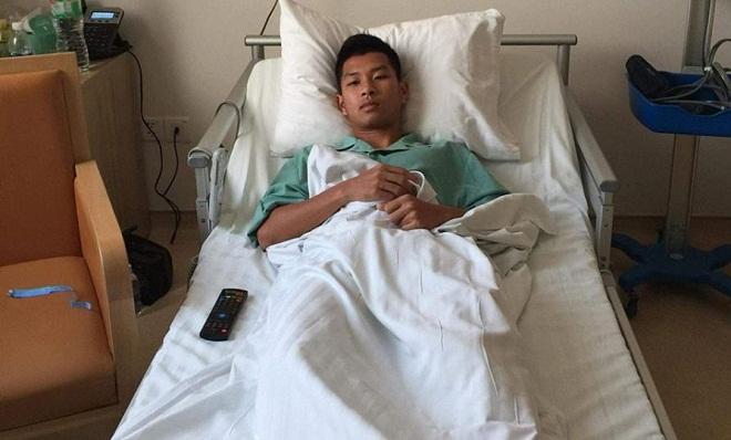 Đồng đội cũ Công Phượng bị cầu thủ Than Quảng Ninh đạp gãy xương sườn
