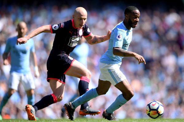 Kết quả Man City 0-0 Huddersfield: Man City chưa thể chinh phục được kỷ lục của Chelsea
