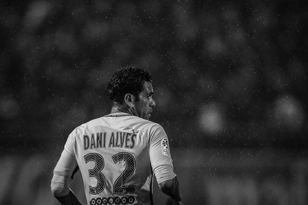 LĐBĐ Brazil xác nhận Dani Alves vắng mặt ở World Cup 2018