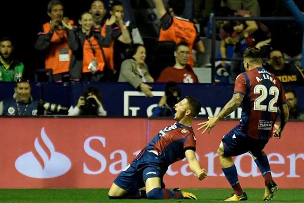 Xem lại Video bàn thắng Levante vs Barcelona: Rượt đuổi kịch tính và cơn mưa bàn thắng
