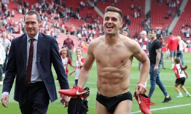Ngôi sao của Southampton có màn ăn mừng cực 'dị' sau khi trụ hạng