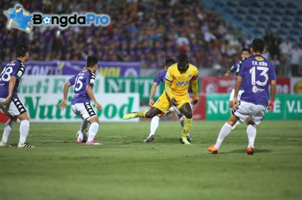 Cầu thủ nào lọt mắt xanh trợ lý HLV Park Hang-seo sau trận Hà Nội vs FLC Thanh Hóa?