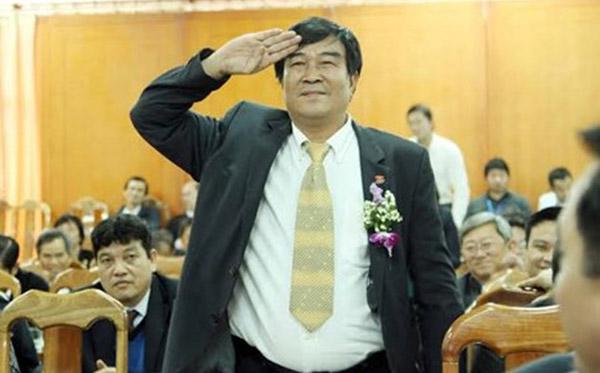 VFF họp bất thường vì vụ ông Nguyễn Xuân Gụ sút 'bóng hồng' trong khách sạn