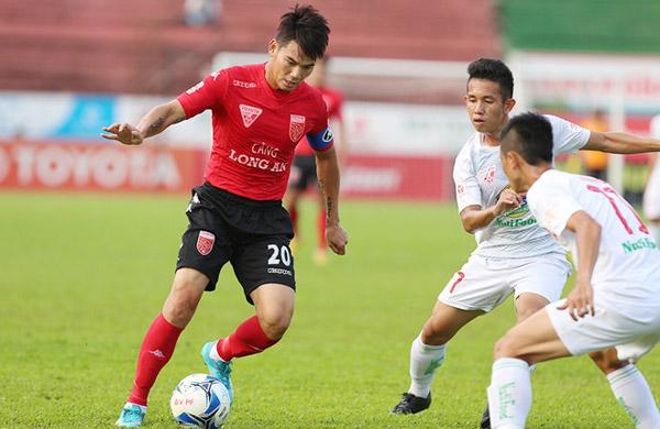 Huỳnh Quang Thanh tái xuất sau 'vết đen' trên sân Thống Nhất 1 năm về trước