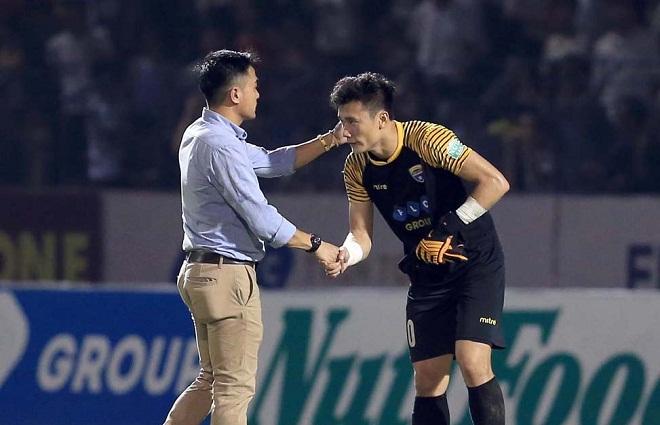 HLV Thanh Hóa nói gì khi thủ môn Bùi Tiến Dũng không mang lại 'vận may'?