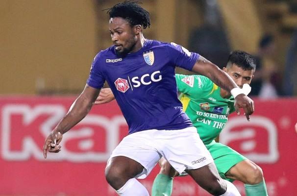 Chơi thô bạo với Hùng 'xà ngang', chân sút số 1 của Hà Nội FC bị phạt nặng