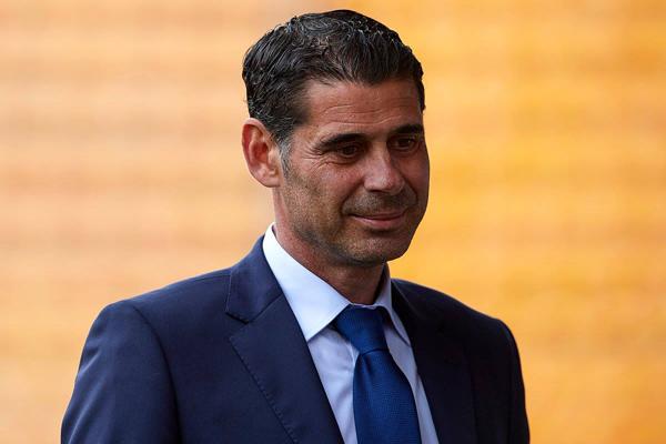 Tây Ban Nha bổ nhiệm Fernando Hierro làm HLV trưởng sau khi sa thải Julen Lopetegui