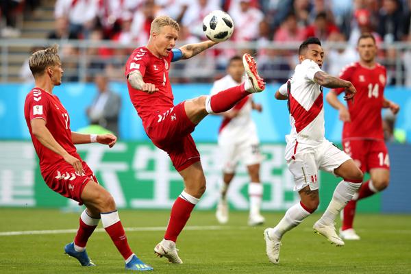 Kết quả Peru 0-1 Đan Mạch: Eriksen kiến tạo, Đan Mạch sánh ngang Pháp