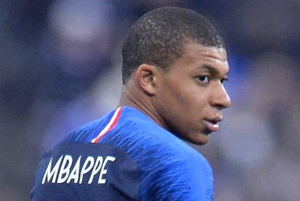 CHÍNH THỨC: Mbappe ra mắt số áo mới tại PSG mùa giải 2018/19