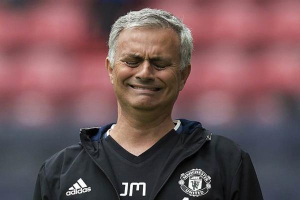Mourinho cay đắng thừa nhận MU có thể khủng hoảng