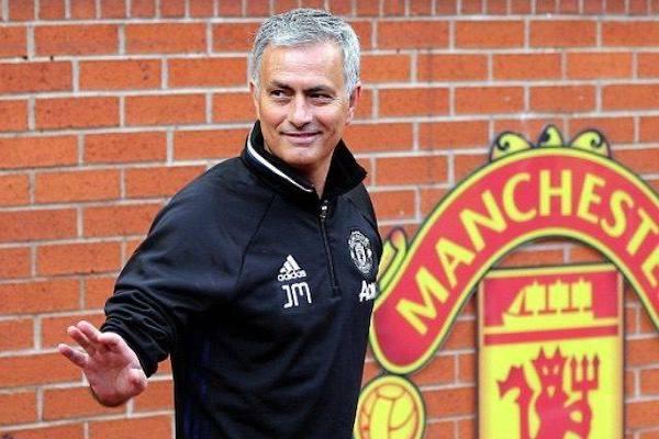 Man United xác nhận bỏ tấn tiền bồi thường cho Mourinho