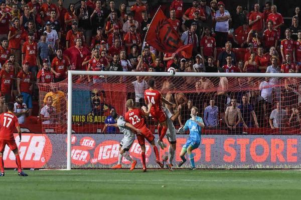 Sydney 2-0 Adelaide United: 3 điểm dễ dàng