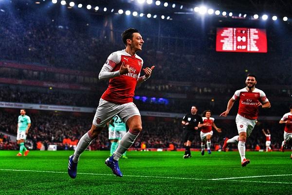 Tottenham vs Arsenal: Cờ đến tay Ozil?