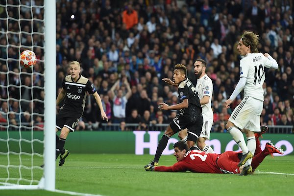Real Madrid 1-4 Ajax Amsterdam: ĐKVĐ buồn rười rượi
