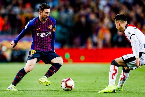 Lập cú đúp giúp Barca vào tứ kết Champions League, Messi nói điều bất ngờ về Ronaldo