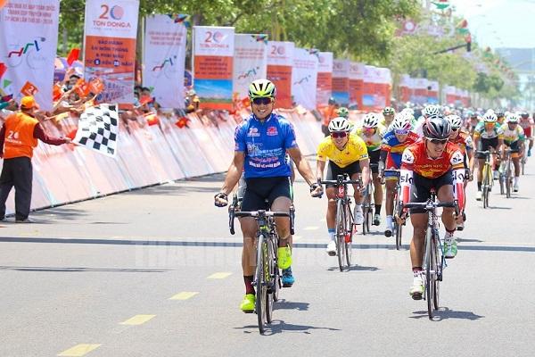 Đua xe đạp Cúp truyền hình 2019: Áo xanh Lê Nguyệt Minh chiến thắng chặng 3