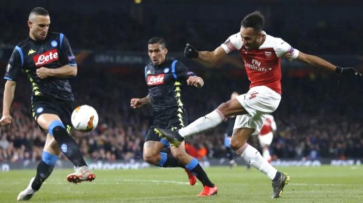 Napoli 0-1 Arsenal: Lacazette lập siêu phẩm, Pháo Thủ vào bán kết