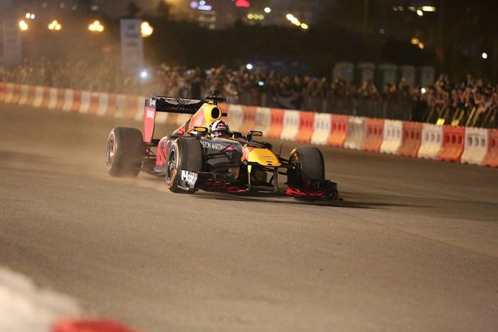 Đường đua F1 tại Việt Nam đẹp mê hồn trong lần chạy thử
