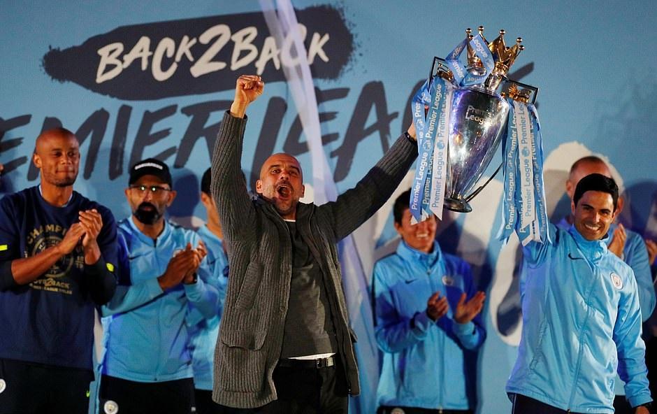 Video màn ăn mừng chức vô địch Ngoại hạng Anh đầy cảm xúc của Man City