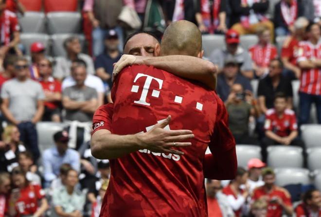 Màn chia tay Bayern Munich đầy cảm xúc của Robben và Ribery