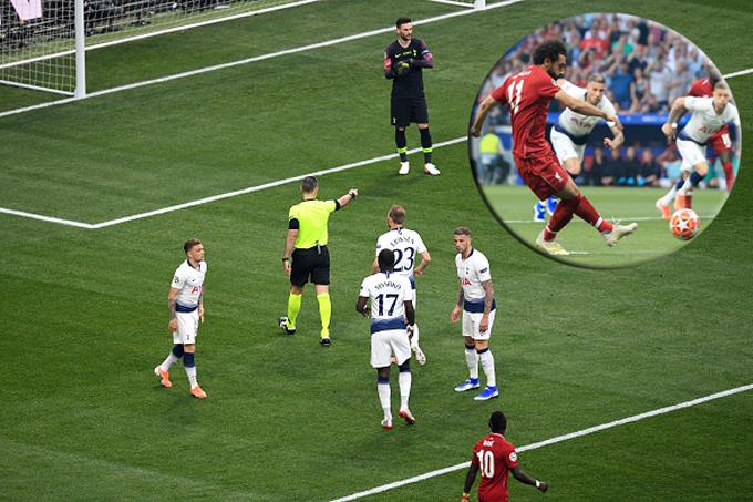 VAR gây tranh cãi trong bàn mở tỷ số của Salah ở chung kết