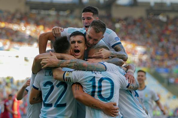 Argentina 2-0 Venezuela: Messi và đồng đội hẹn Brazil ở bán kết