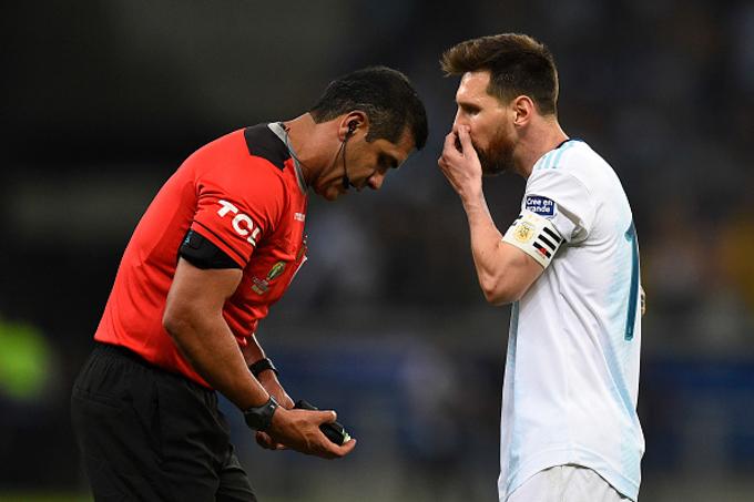 Messi phàn nàn vì trọng tài không dùng VAR ở bán kết Copa America 2019