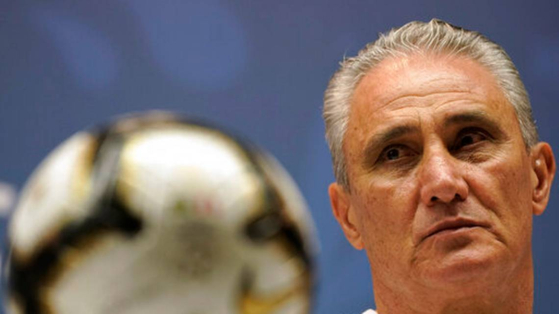 HLV Brazil nói gì về tin đồn từ chức sau Copa America 2019?
