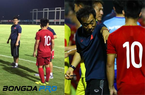 Martin Lo bị trợ lý thầy Park chấn chỉnh sau chiến thắng của U23 Việt Nam