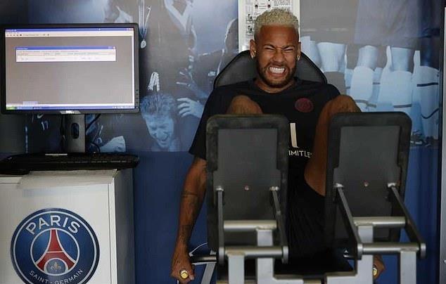 Neymar nhăn nhó, cắn răng trở lại tập luyện cùng PSG