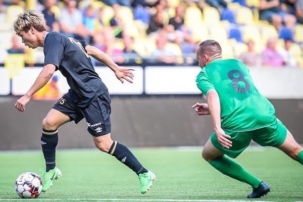 Sint-Truidense VV 1-2 Lommel: Ngày ra mắt không hoàn hảo của Công Phượng