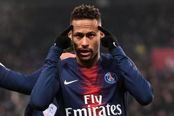 Neymar nổi loạn, tự cô lập mình tại PSG