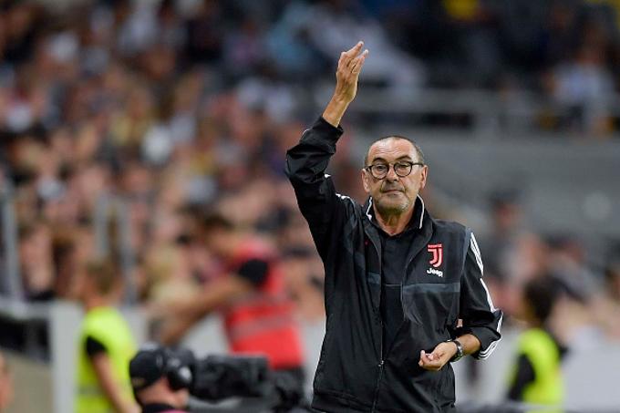 HLV Maurizio Sarri sẽ vắng mặt dài hạn tại Juventus