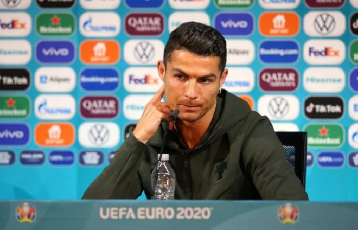 Cristiano Ronaldo khiến nhà tài trợ Euro 2021 mất 4 tỉ USD trong họp báo