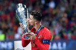 Ronaldo hành động tuyệt vời với fan nhí trước chung kết Nations League 2019