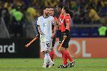 Messi bị thẻ đỏ, HLV Argentina lên tiếng bảo vệ hết lời
