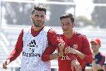 Sead Kolasinac tay không đánh 2 tên côn đồ cầm dao, bảo vệ Mesut Ozil