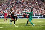 Raheem Sterling lập hat-trick đầu tiên ở Ngoại hạng Anh 2020